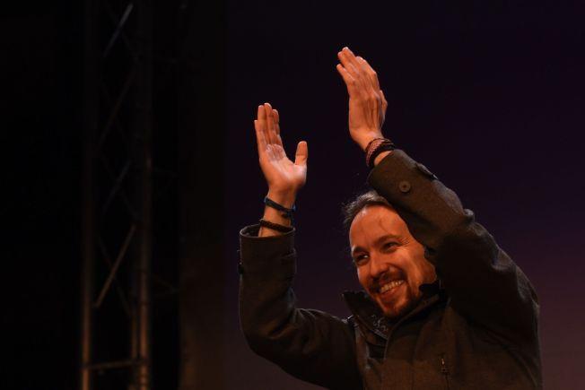VALGVINNER: Lederen for det venstreradikale partiet Podemos, Pablo Iglesias, feiret valgseieren sent søndag.