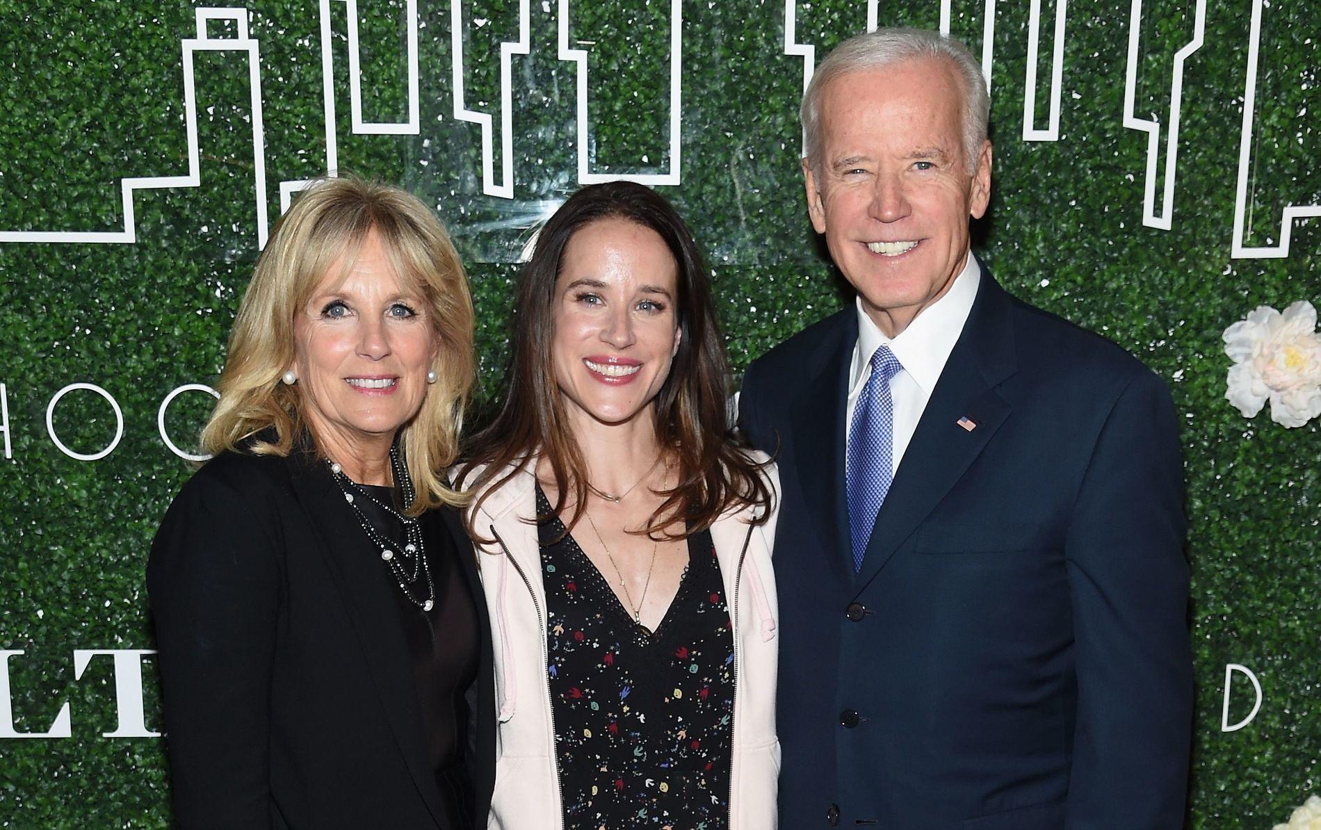 FEIRET: Jill Biden, Livelihood-gründer Ashley Biden og Joe Biden på lanseringen av Livelihood Collection på Spring Place i New York tirsdag kveld.