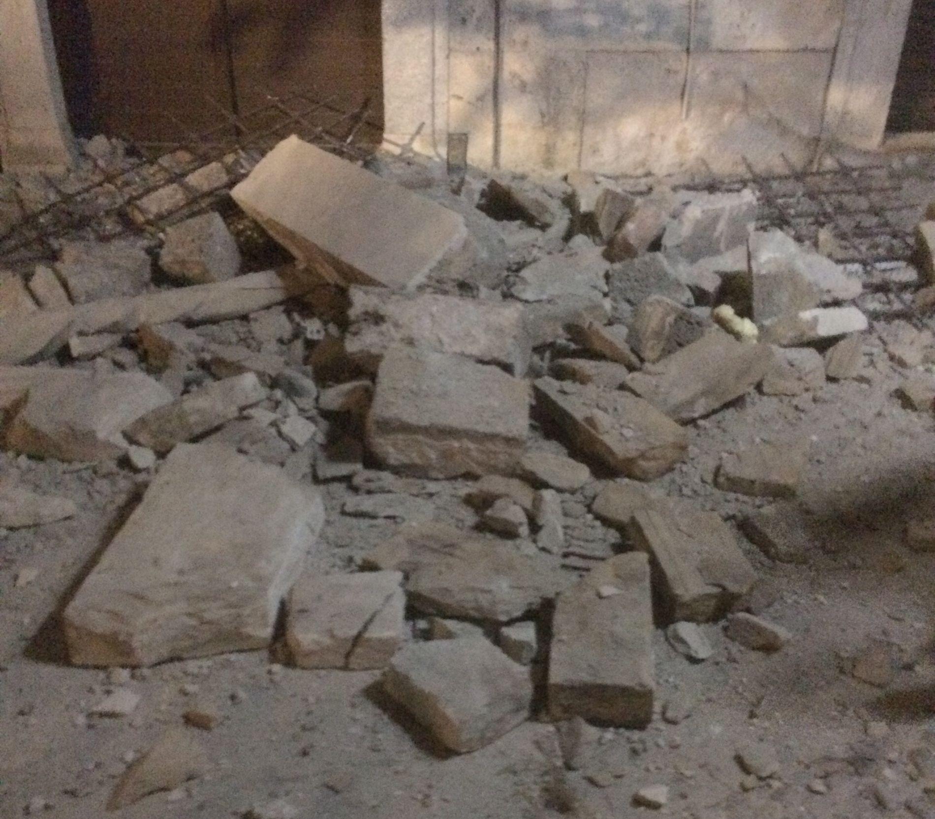 SKADER: Nordmenn som ringer VG forteller om sammenraste bygninger og skader på personer. Dette bildet ble sendt inn fra Kos.
