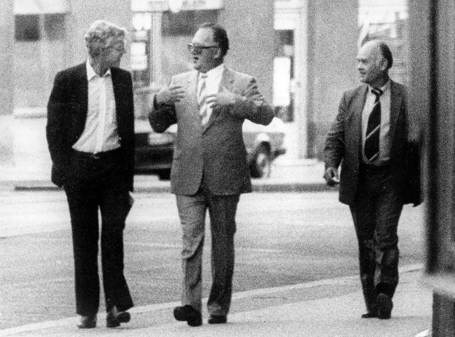AVSLØRT: Det berømte bildet av Arne Treholdt og KGB-general Titov, tatt i Wien. – Treholt tjente to herrer, KGB og Iraks etterretningstjeneste, skriver kronikkforfatteren.