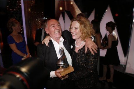 ÆRESPRIS: Joachim Calmeyer fikk æresprisen av Liv Ullmann. De to har jobbet sammen tidligere. Foto: Mattis Sandblad, VG