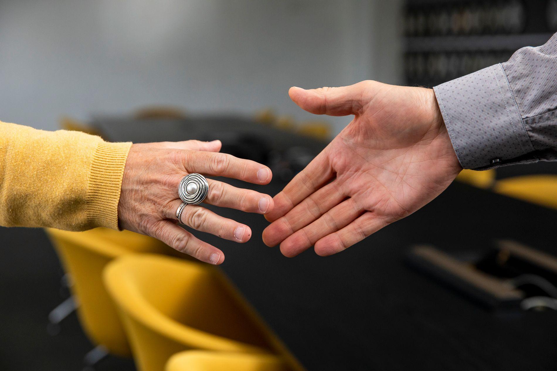 Diskrimineringsnemnda har behandlet saken der en lærer ikke fikk forlenget vikariatet etter at han ikke ønsket å håndhilse på kvinner.
