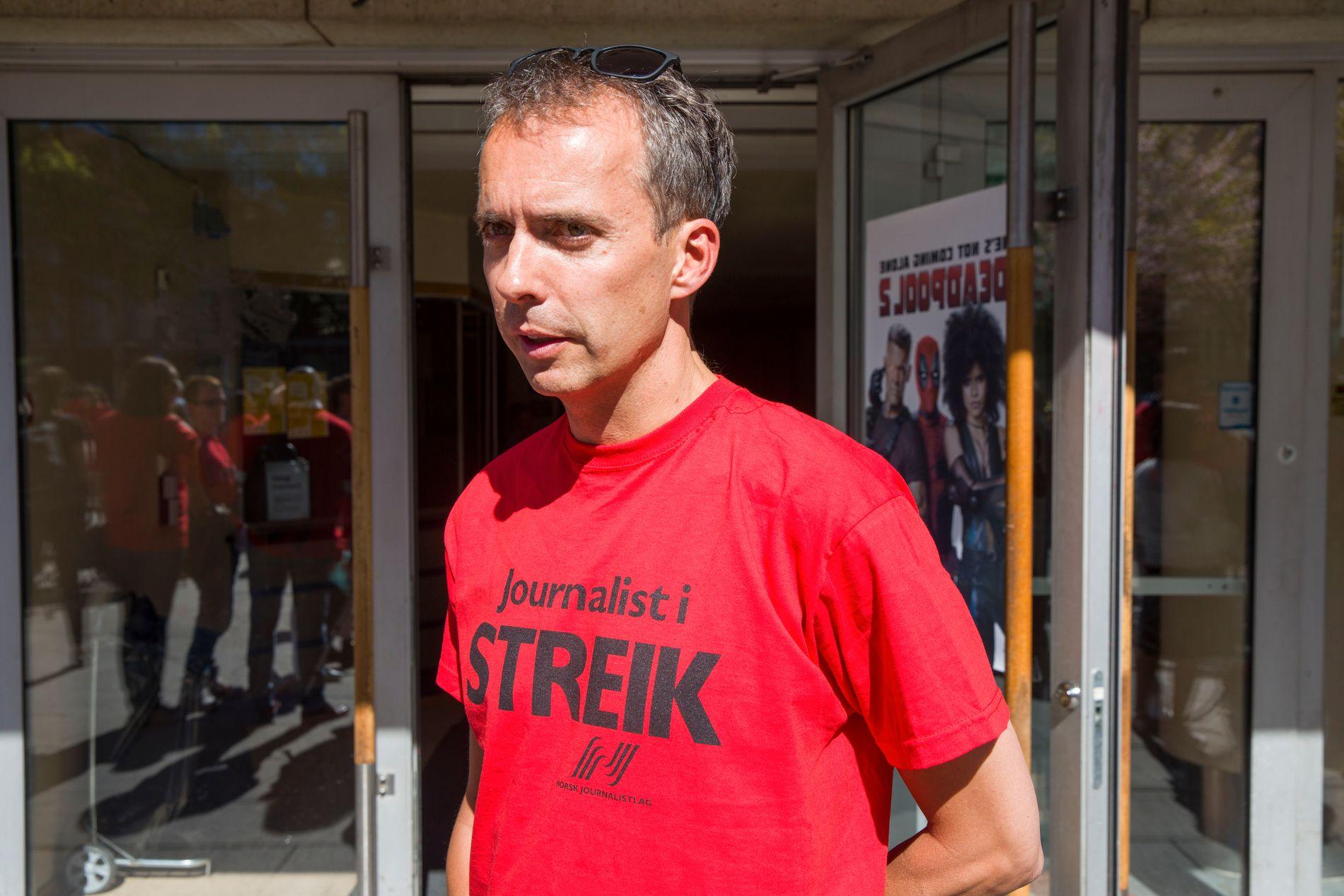 SLUTTER: «Dagsrevyen»-profil Jarle Roheim Håkonsen blir ny kommunikasjonssjef for Arbeiderpartiets stortingsgruppe. Her fra NRK-streiken tidligere i år.