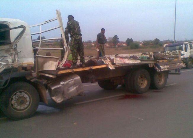 TITALLS DØDE JENTER: En tragisk ulykke skjedde da flere jenter skulle fraktes på lasteplanet til en lastebil fredag. De var på vei til kongehuset i Swaziland.
