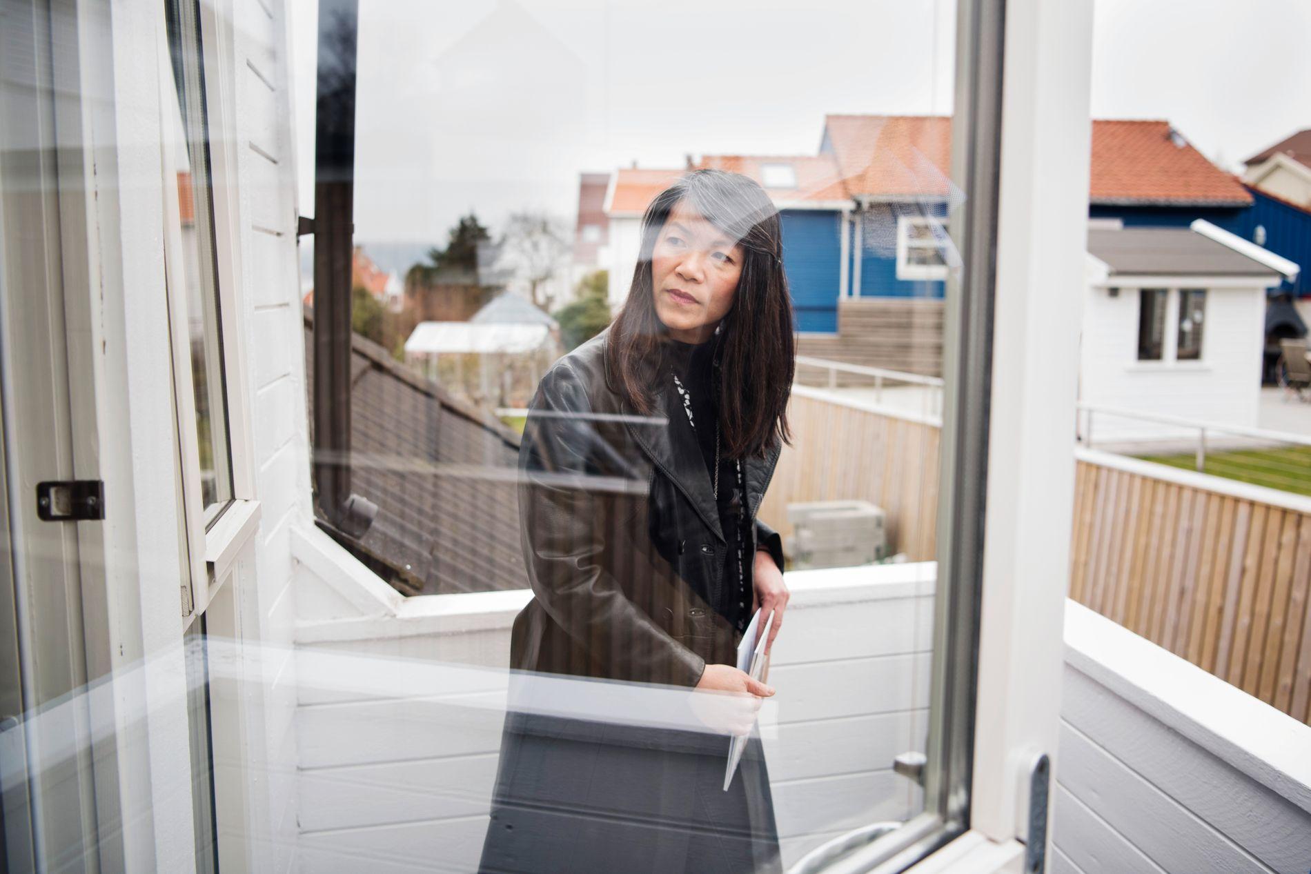 PÅ VISNING: Tram og ektemannen gir ikke opp letingen etter riktig bolig til riktig pris. Denne uken var de på nok en visning i Stavanger.