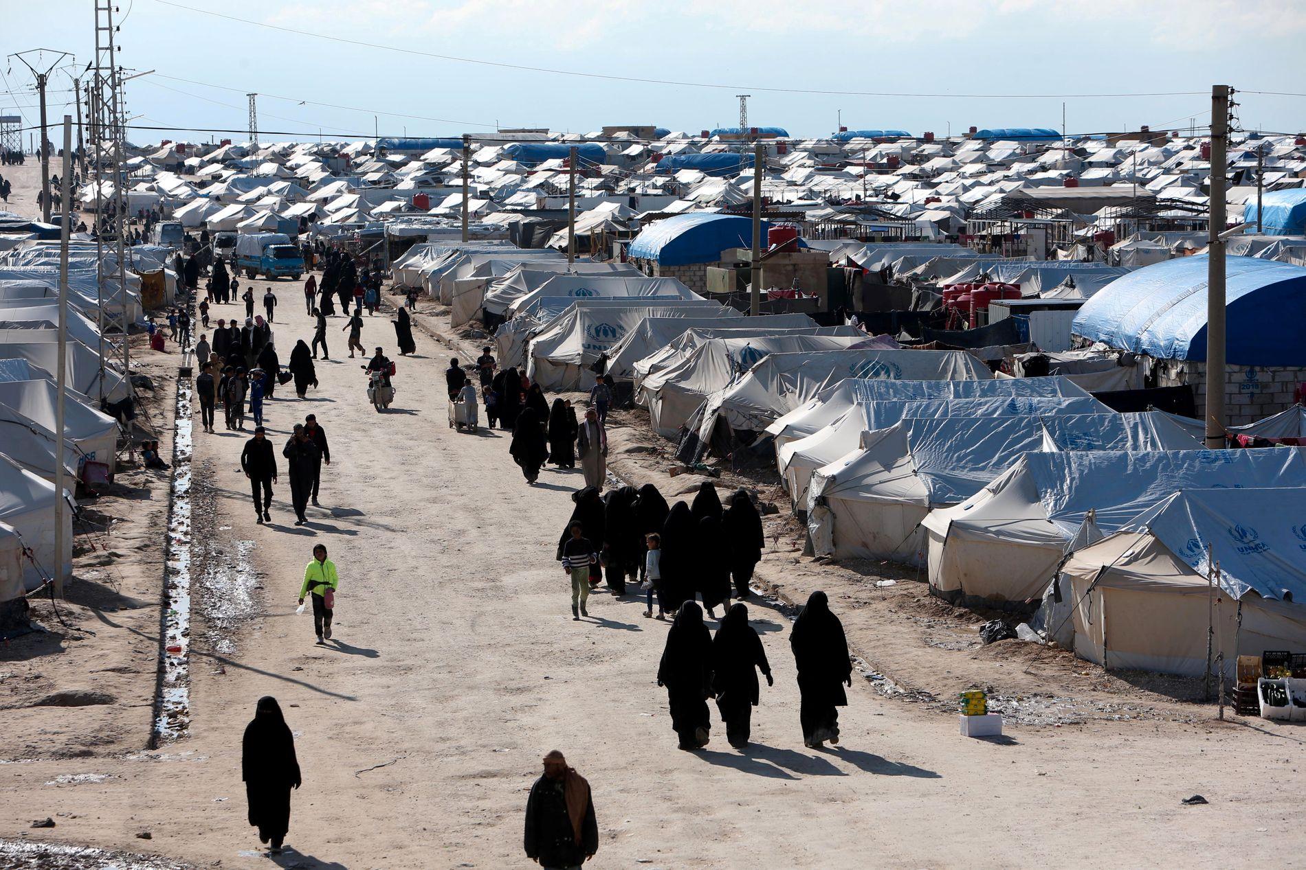 TELTLEIR: Titusener av flyktninger bor i al-Hol-leiren nordøst i Syria.