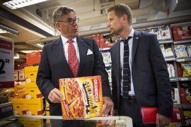 HELMAX SKATTEKUTT: Stein Erik Hagen og Høyre-nestleder Bent Høie, her sammen med en eske med Pizza Grandiosa Helmax.