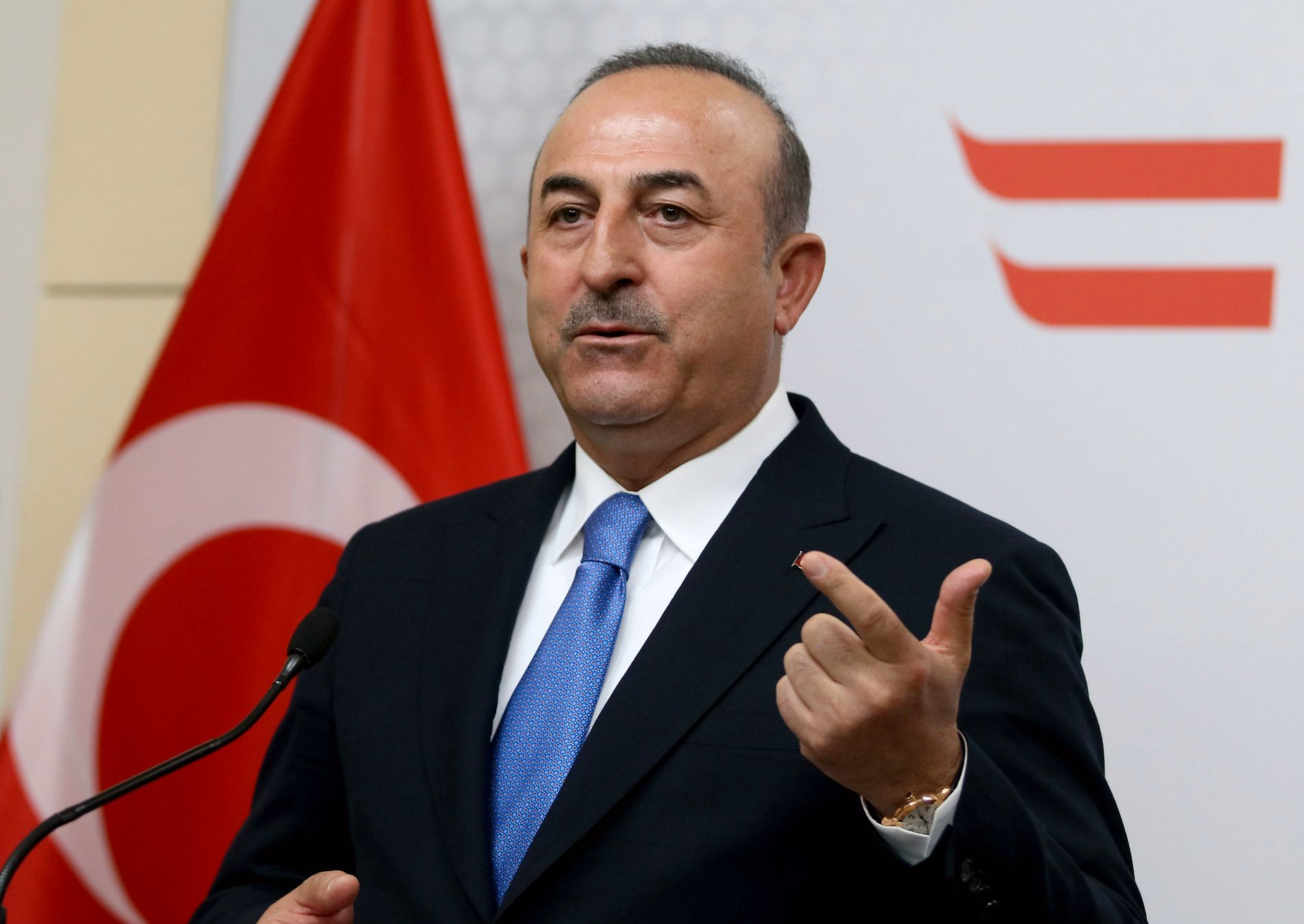 KONSEKVENSER: Tyrkias utenriksminister, Mevlut Cavusoglu, sier at Israels ambassadør har blitt bedt om å forlate Tyrkia «for en stund», etter de blodige konfrontasjonene i Gaza mandag.