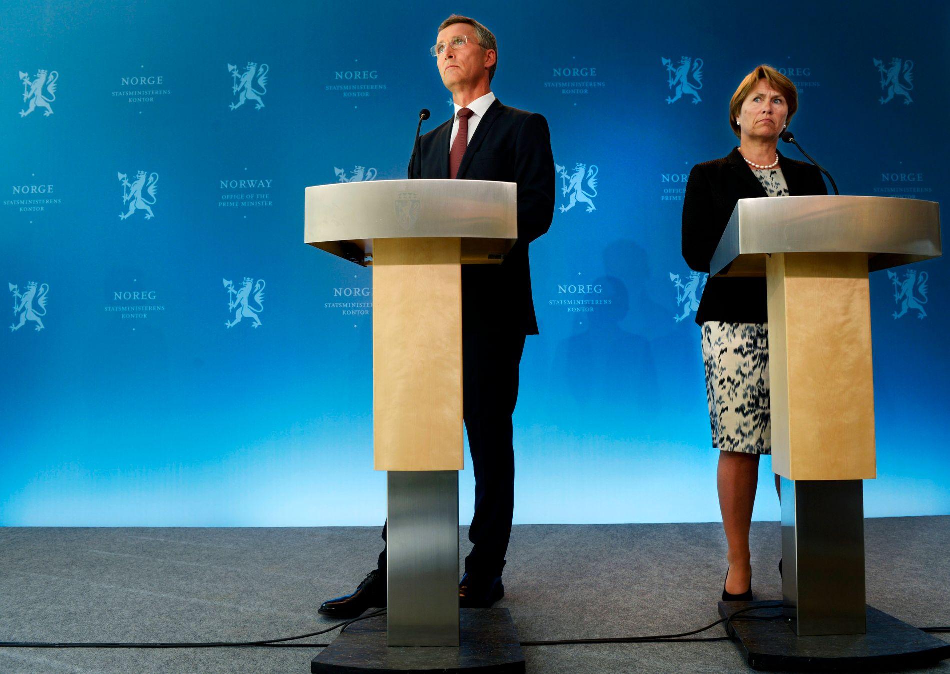 MASSIV KRITIKK: Daværende statsminister Jens Stoltenberg (Ap) og justis- og beredskapsminister Grete Faremo (Ap) holdt pressekonferanse 13. august 2012, etter at 22. juli-kommisjonen hadde lagt frem sin rapport.