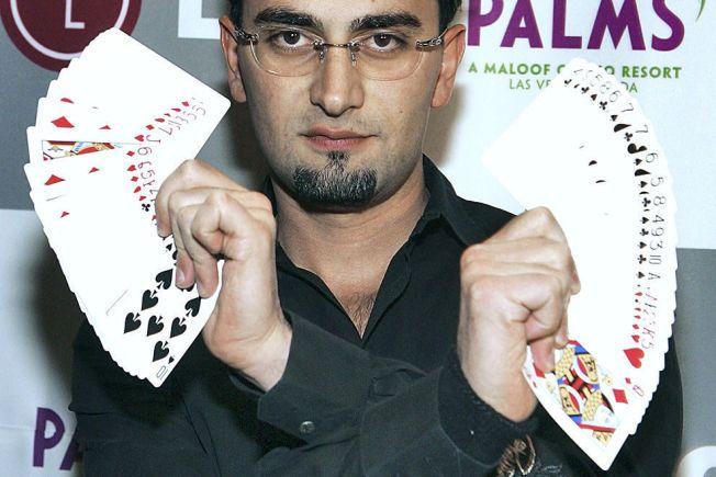 TIDENES MESTVINNENDE: I 2012 vant Antonio Esfandiari den største premien som er utdelt i pokerhistorien. Her er han på et poker-arrangement i 2005.