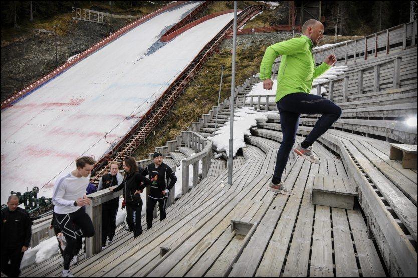 TRENER SPENST: Når vi sykler og går på ski hemmer det vår naturlig medfødte spenst mener Vebjørn Rodal. Derfor er spentstrening viktig for å få mer effektiv løpestil.