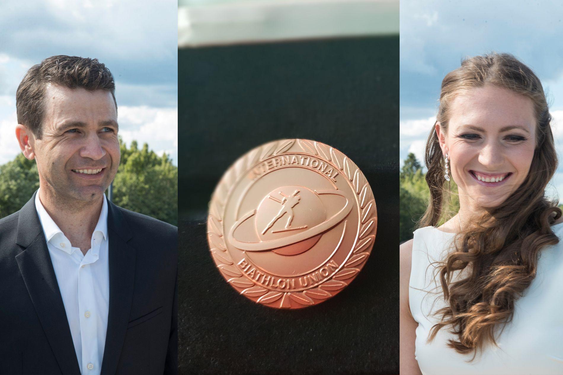 NY MEDALJE: Ole Einar Bjørndalen og Darja Domratsjeva fikk begge IBUs æresmedalje søndag. Dette bildet er fra sommerens avskjedsfest på Hellerudsletta.