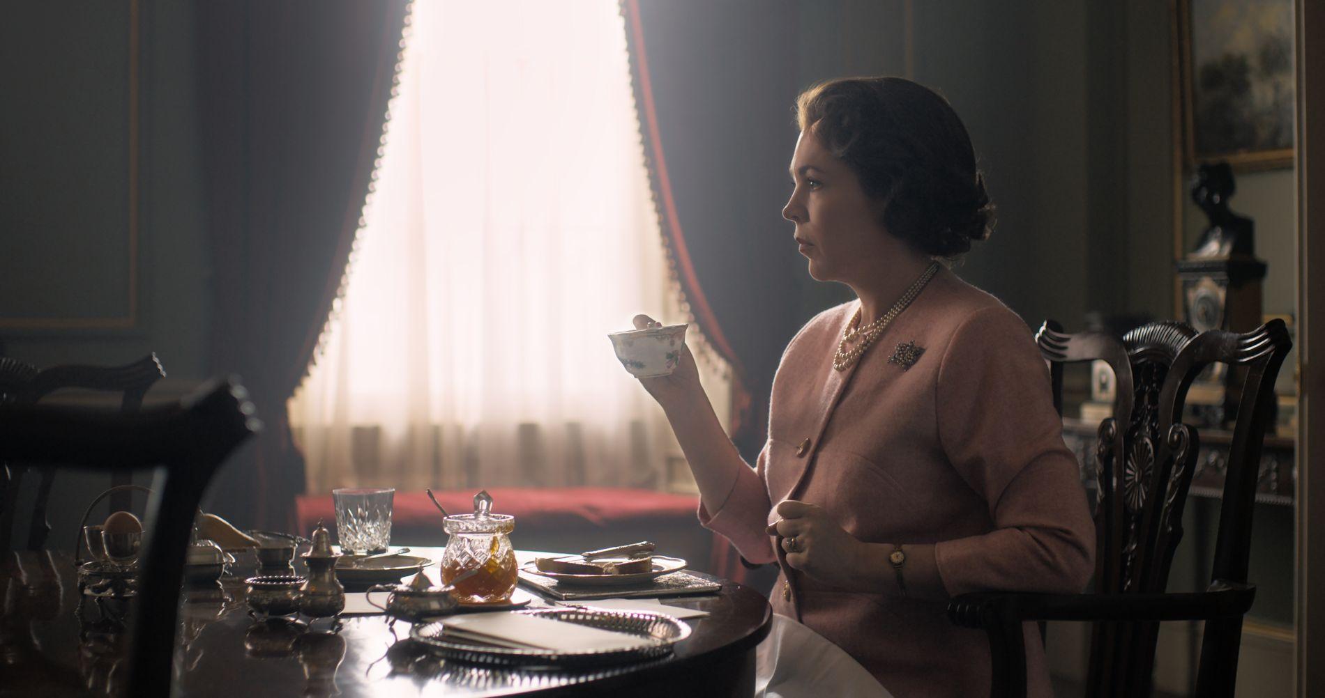 SNIKTITT: Netflix delte mandag det første bildet av Olivia Colman i rollen som dronning Elizabeth i suksess-serien «The Crown».