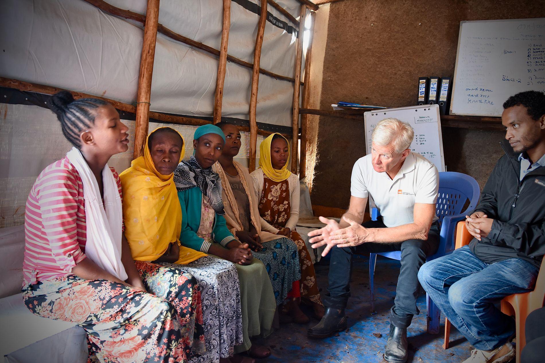 VIL FÅ FOLK HJEM: Egeland forteller at målet i Etiopia er at menneskene skal få vende hjem.