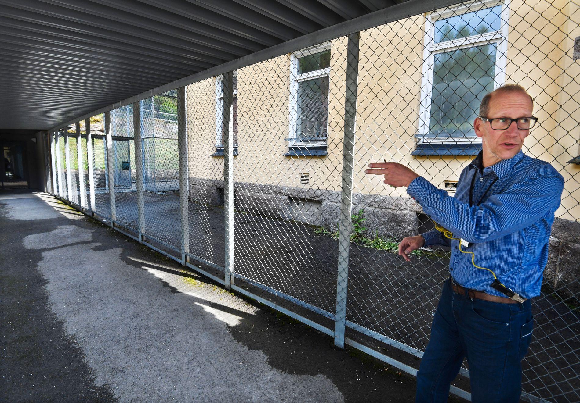 LUFTEGÅRD: Enhetsleder Bjarne Dahl ved RSA Dikemark. Det skal nå gjøres en oppgradering ved sykehuset som blant annet vil sikre to nye skjermingsenheter og et nytt aktivitetssenter - i påvente av et helt nytt bygg.