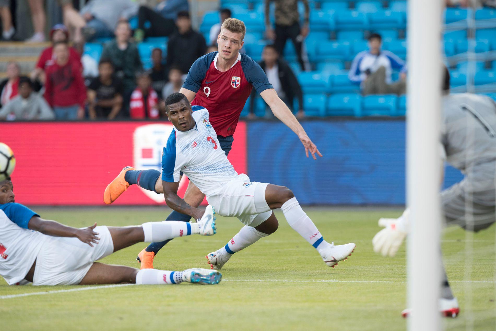 TO INNHOPP: Alexander Sørloth, som her skaper en stor sjanse mot Panama, har fått lite spilletid i de to siste landskampene.