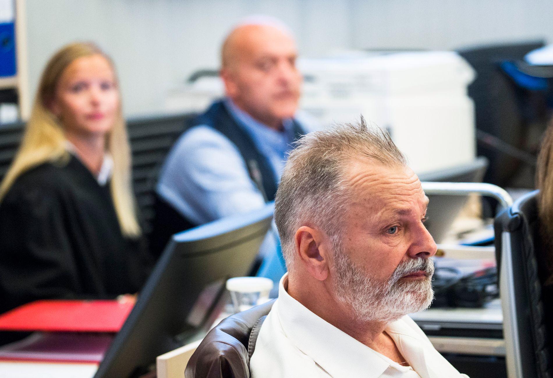 FERDIG MED 11 DAGERS UTSPØRRING: Erik Jensen forsøker å renvaske seg fra korrupsjons- og narkodommen.