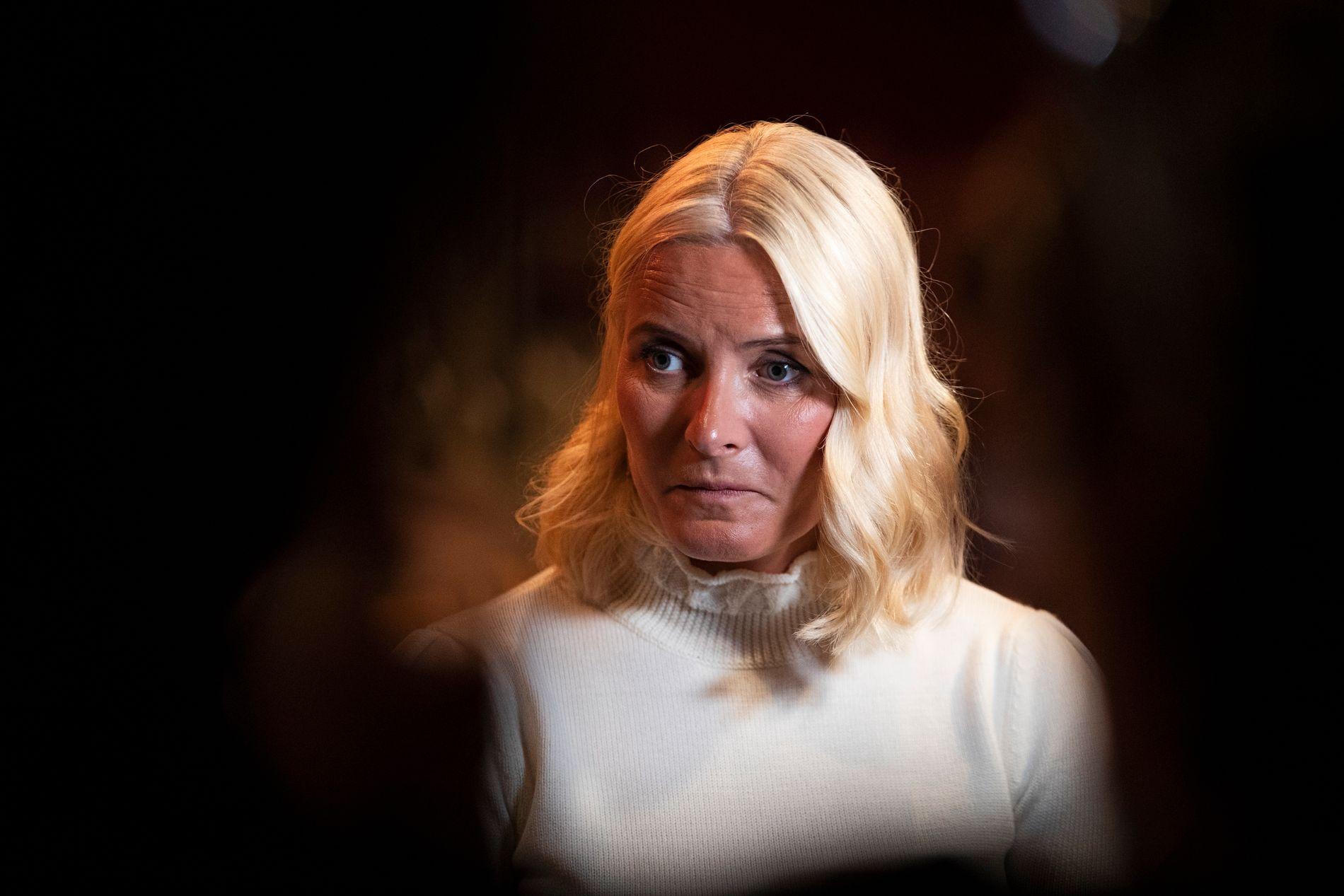 NESTEN-TÅRER: Kronprinsesse Mette-Marit har lest boken «Tung tids tale» to ganger, og la ikke skjul på sitt brennende engasjement for temaet da hun tirsdag møtte presse.