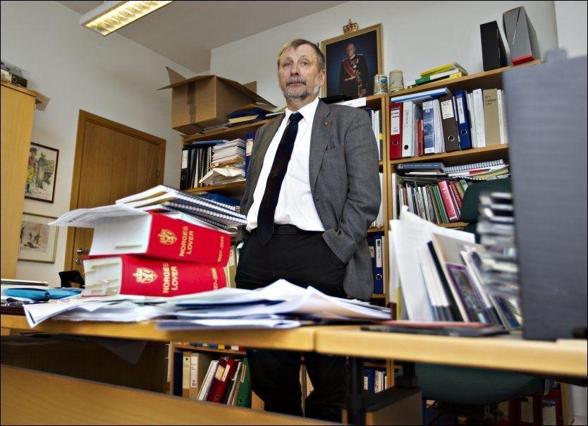GRANSKER: Generaladvokat Arne Willy Dahl sier etterforskningen går fremover, men utelukker ikke at de vil gjøre flere funn.