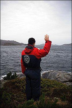 HER SKAL STATUEN STÅ: Ola Braanaas står der han vil ha Kong Olav-statuen til Knut Steen. Foto: Vilde Kleppe Braanaas