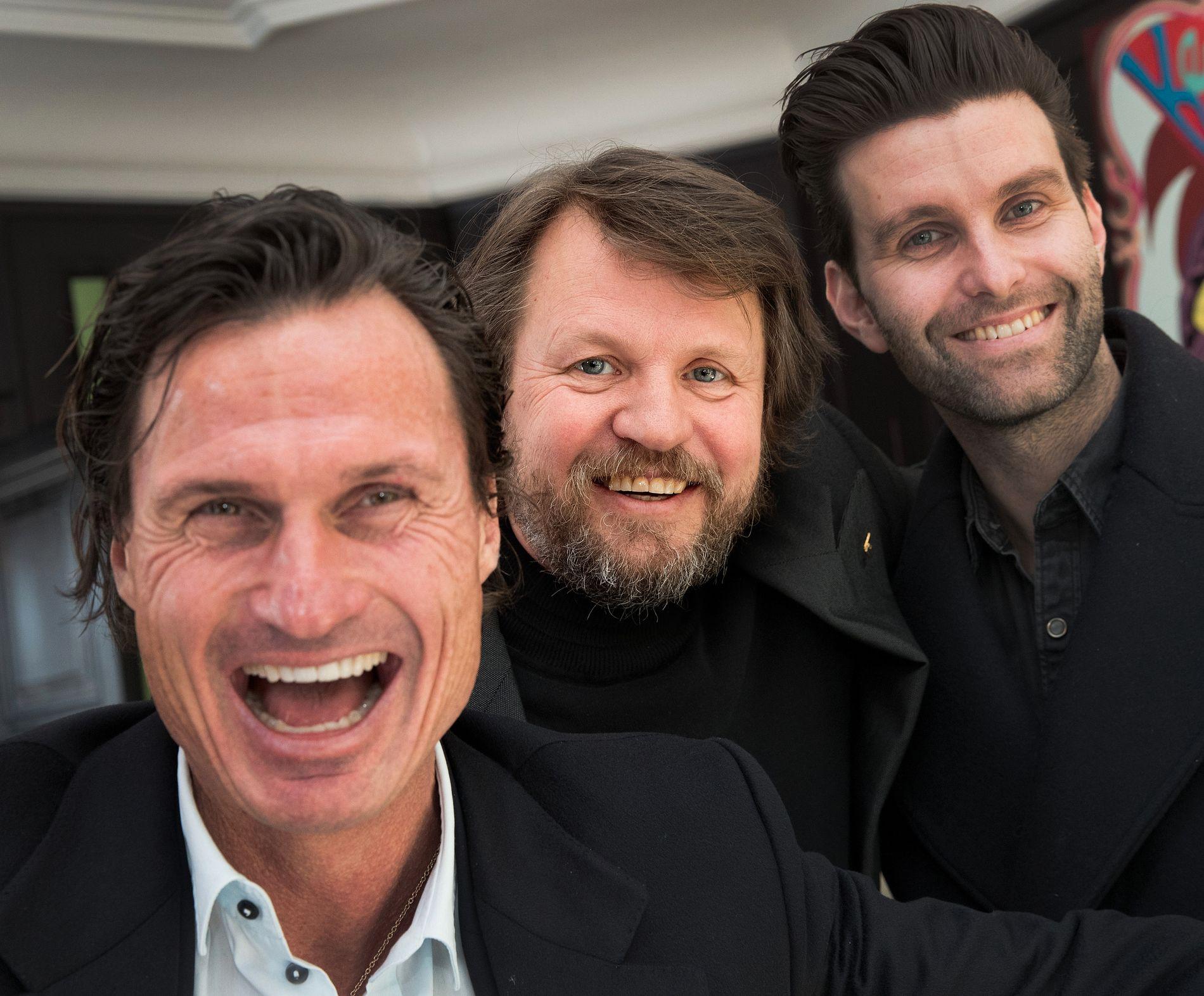 ENERGI: Petter Stordalen liker hotellåpninger, men innrømmer at det nye prosjektet og signeringen av Tom Egeland gir ham enormt med energi. Her med Tom Egeland (midten) og forlegger Jonas Forsang.