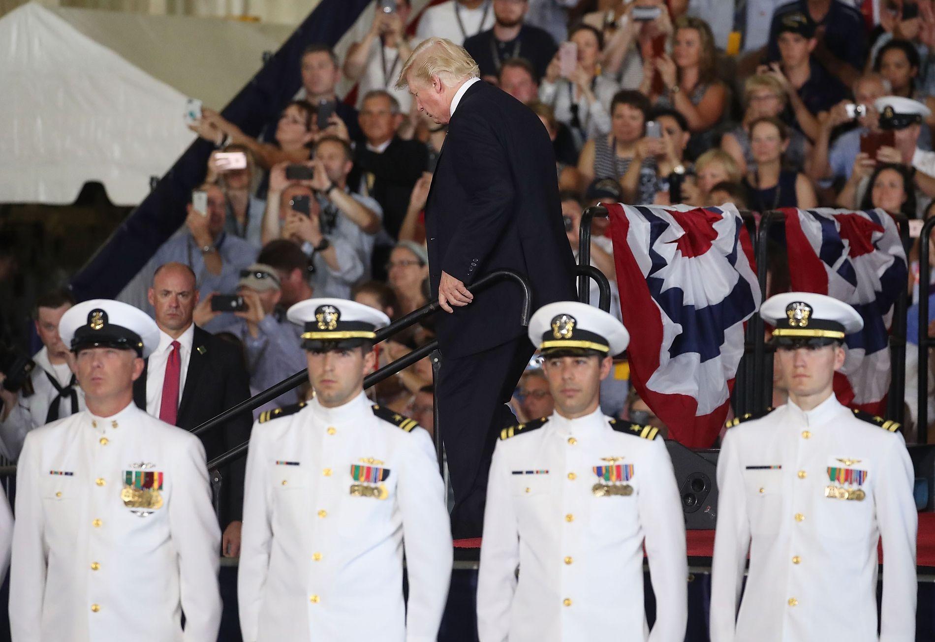 KRITIKK: President Donald Trump kritiserte forgjengeren Barack Obama for å bruke for lite penger på forsvarsmateriell. Foto: MARK WILSON/AFP