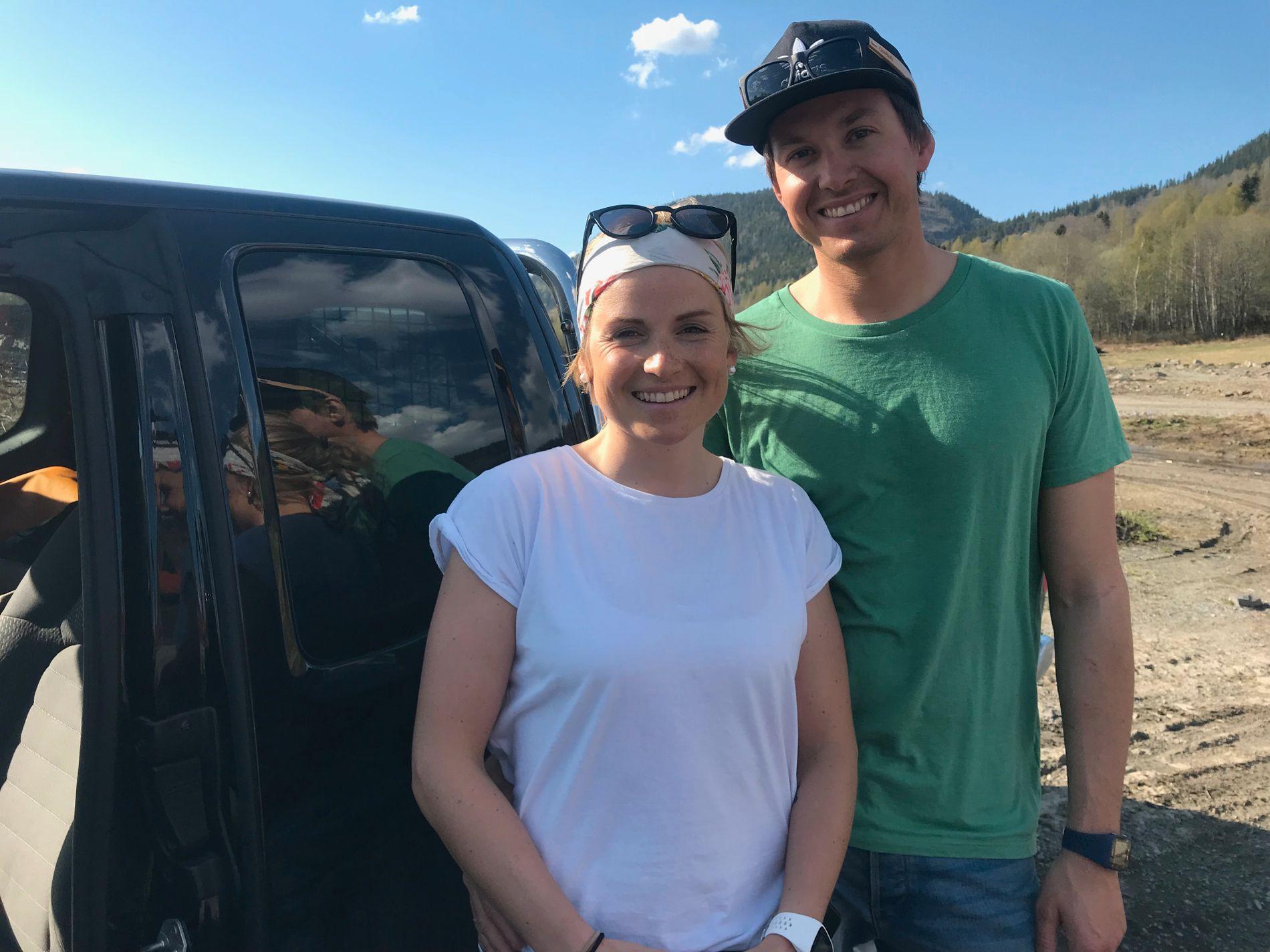 KLAR FOR AVGANG: Det ble en langtur til fjellene på Sunnmøre denne helgen for «71 grader nord»-vinner Marthe Kristoffersen og kjæresten Espen Berg Johnsen.