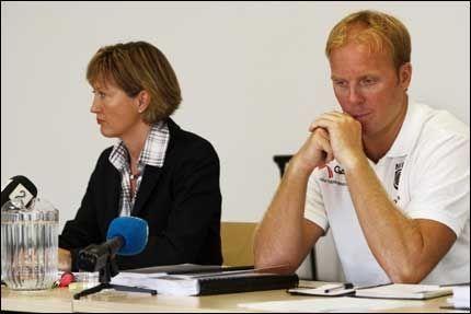 RASENDE: Vegard Høidalen er ikke nådig mot Antidoping Norge etter å ha blitt utestengt på grunn av brudd på dopingbestemmelsene. Her er han sammen emd advokat Cecilie Haavik. Foto: Tore Kristiansen