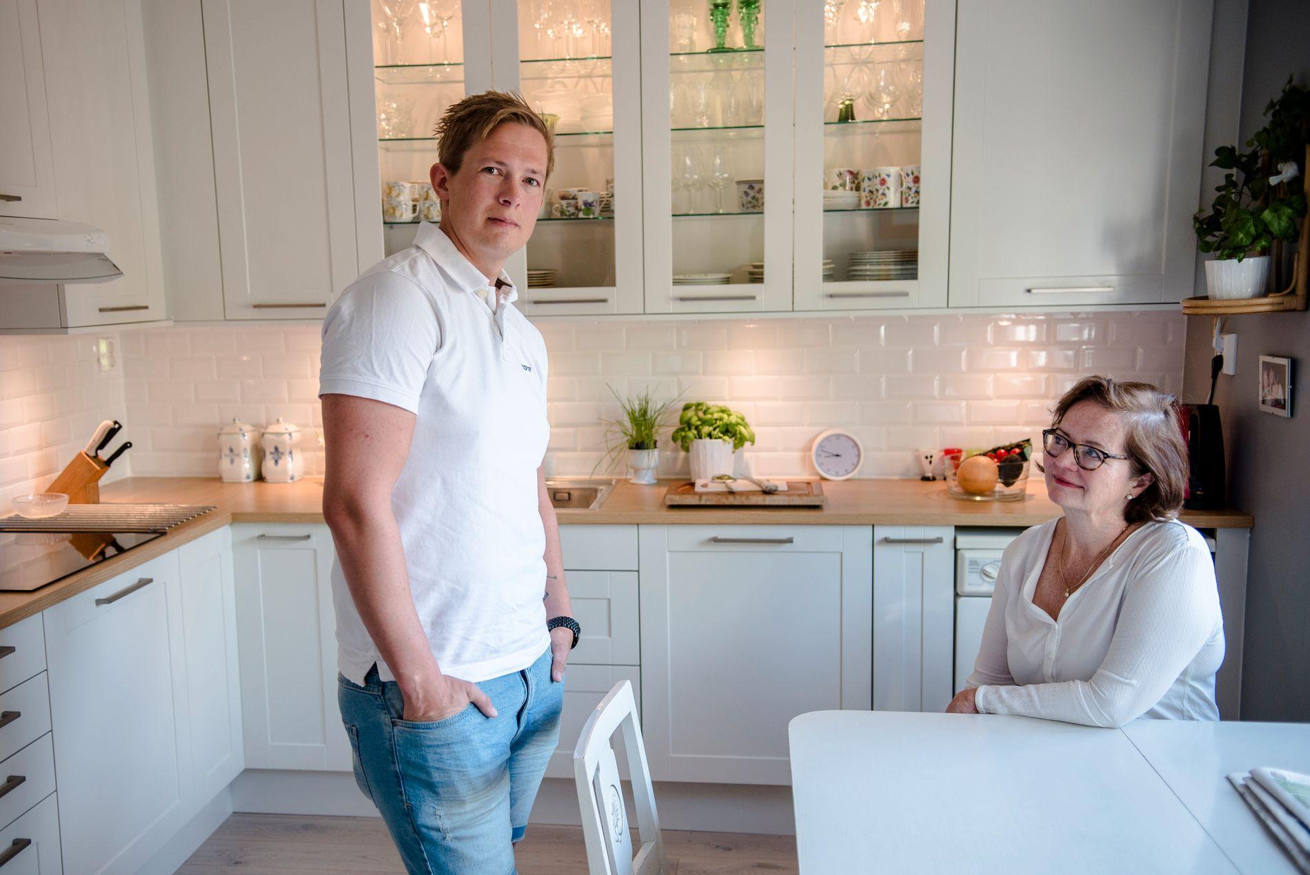 FORNØYD: Birgitta Balstad er takknemlig for jobben Recover gjorde da hun fikk vannskade i store deler av huset sitt. Hun er spesielt fornøyd med Fredrik Larsson i Recover som koordinerte arbeidet.