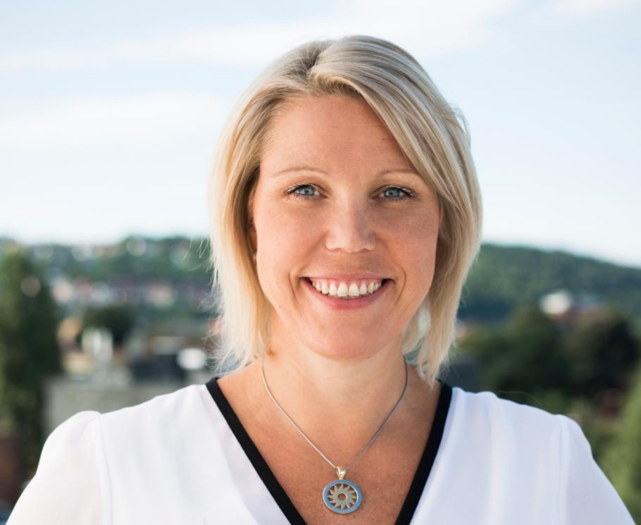 FORTJENER BEDRE: Administrerende direktør i REMA Forsikring, Pia Almvang, ønsker å gi kundene et billigere alternativ.