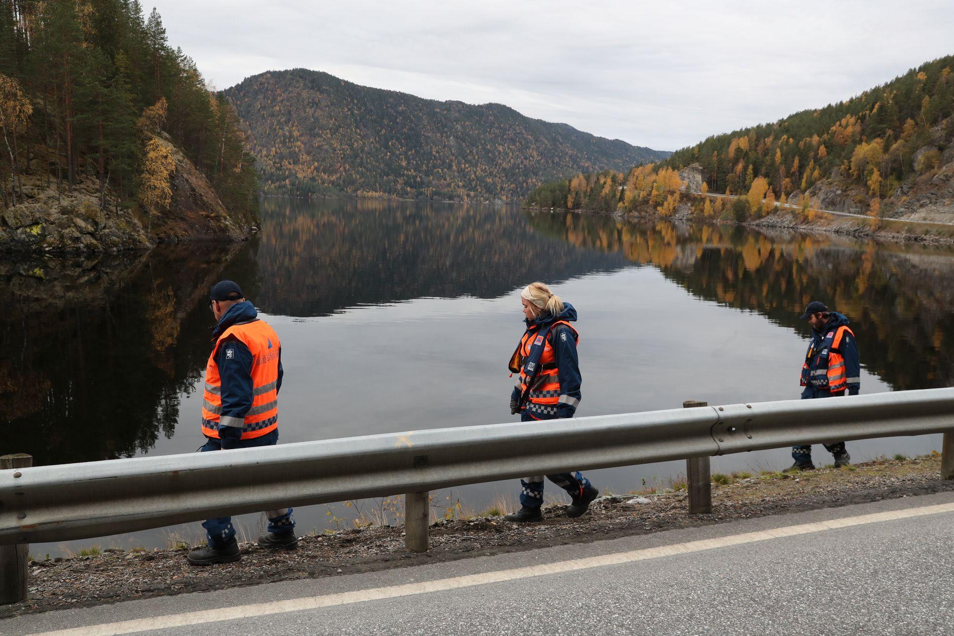 FØRST PÅ STEDET: Arne Moen var på vei til et møte da han så tre personer i veien ved Seljordsvannet på torsdag. – De tre overlevende var iskalde og hadde løpt ca. en kilometer. Heldigvis hadde jeg et varmeapparat bak i varebilen, sier Moen.