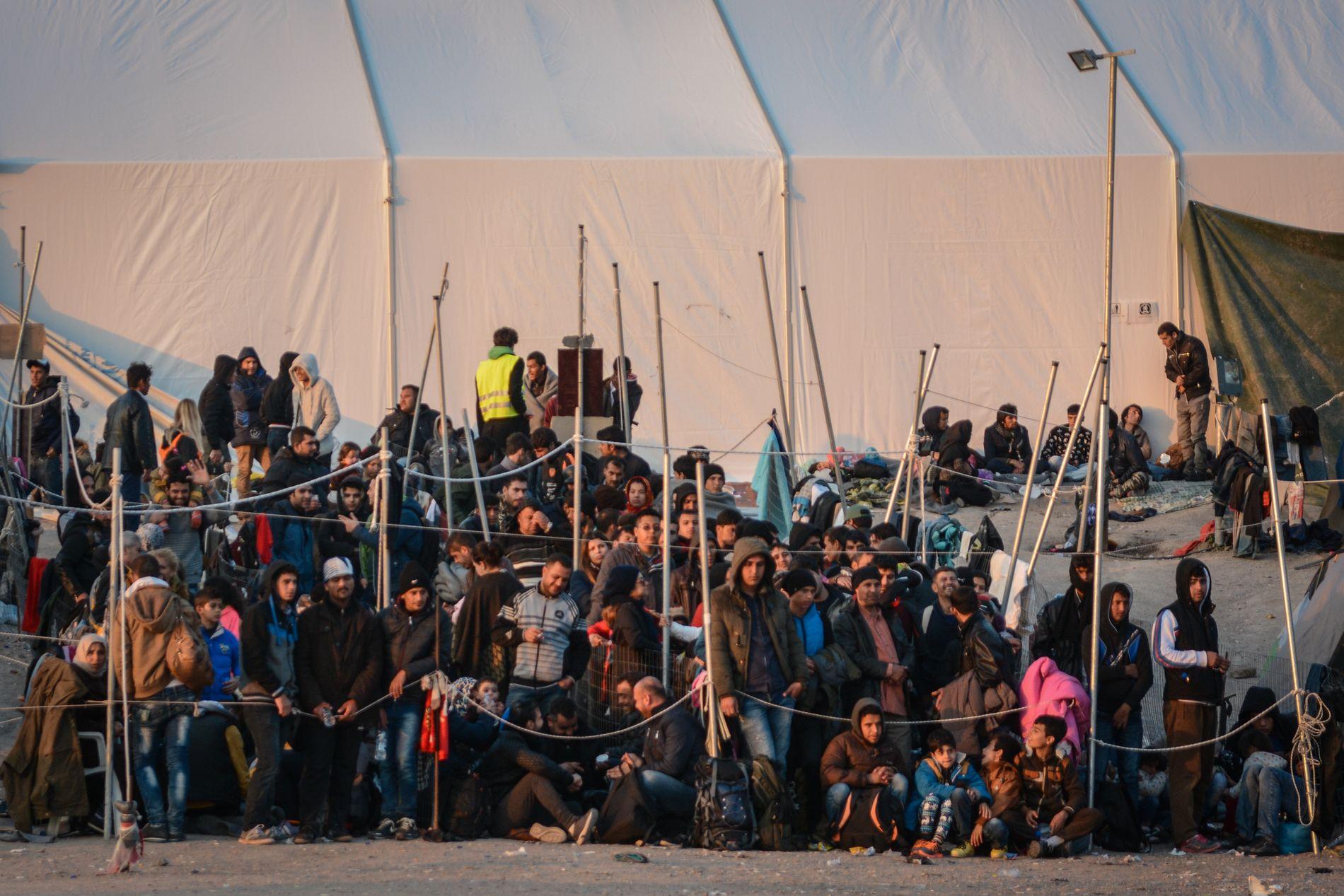 FRUSTRASJON: Overfylte flyktningleirer på greske øyer skaper frustrasjon blant flyktningene og migrantene som bor der.