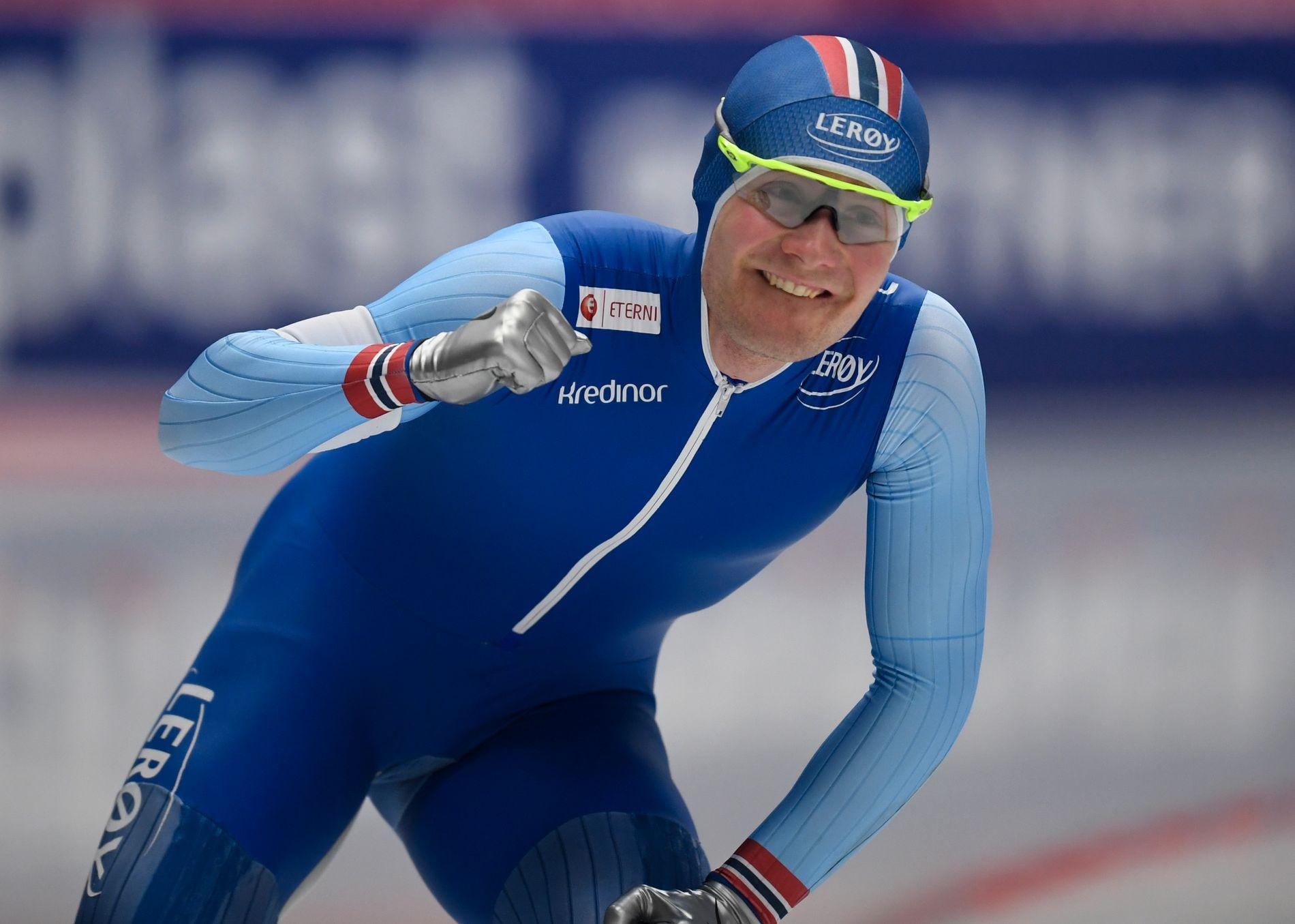 STYRKEDEMONSTRASJON: Sverre Lunde Pedersen satte personlig rekord og senket Sven Kramers banerekord med tre sekunder da han torsdag vant Norges første gullmedalje på 5000 meter siden Johann Olav Koss i OL for 25 år siden.