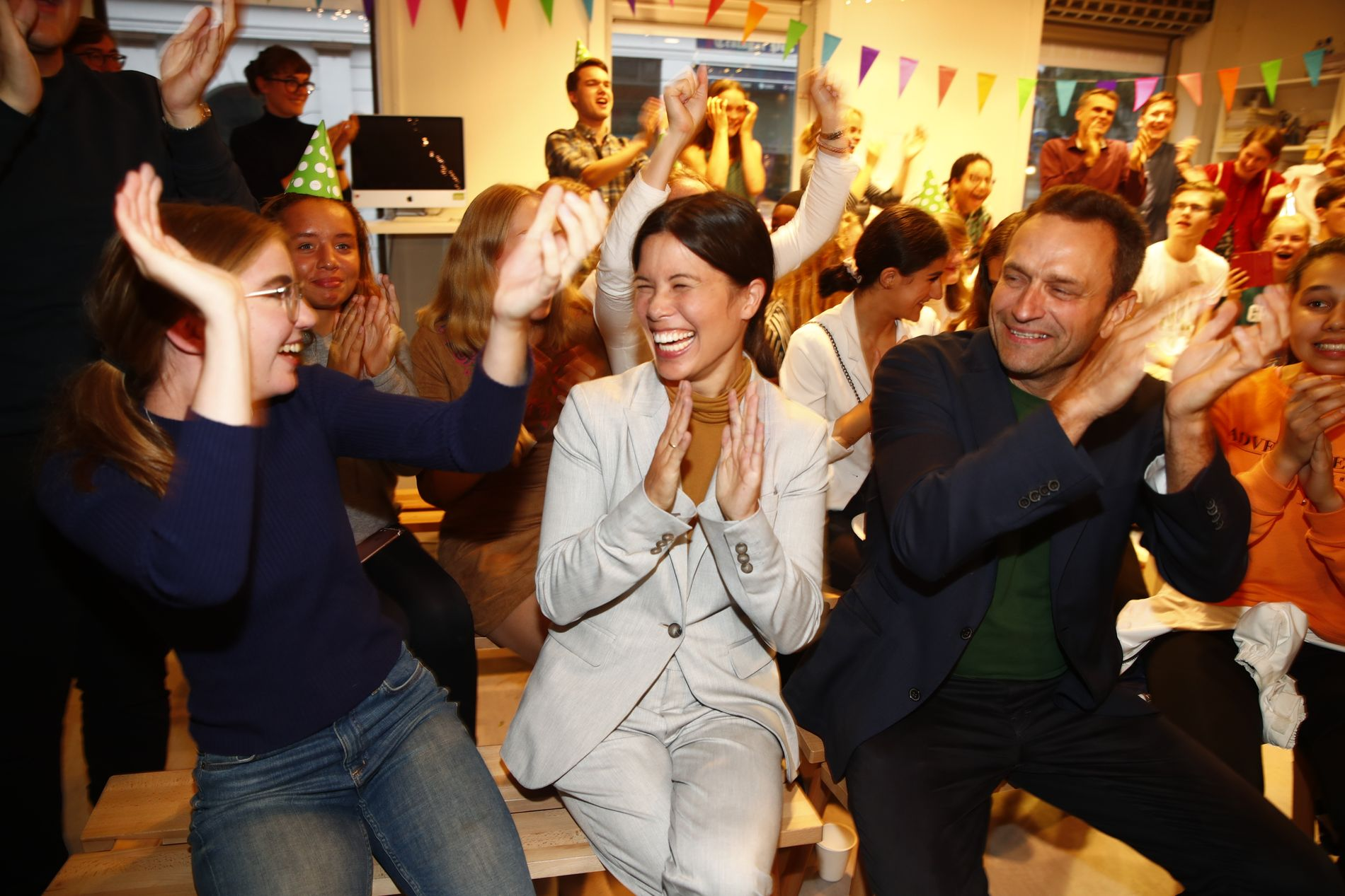 MILJØPARTIET: Det ble et brakvalg for MDG under skolevalget onsdag. Her jubler Lan Marie Berg, byråd for miljø og samferdsel i Oslo, sammen med Hulda Holtvedt fra Grønn Ungdom og nasjonal talsperson Arild Hermstad.
