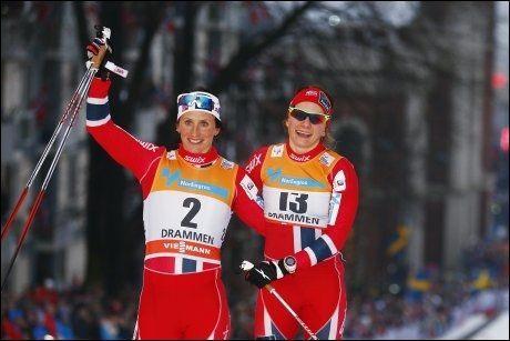SLÅTT AV OL-VINNEREN: Marit Bjørgen (t.v.) ble nummer to på sprinten i Drammen onsdag, Maiken Caspersen Falla vant. Foto: NTB SCANPIX