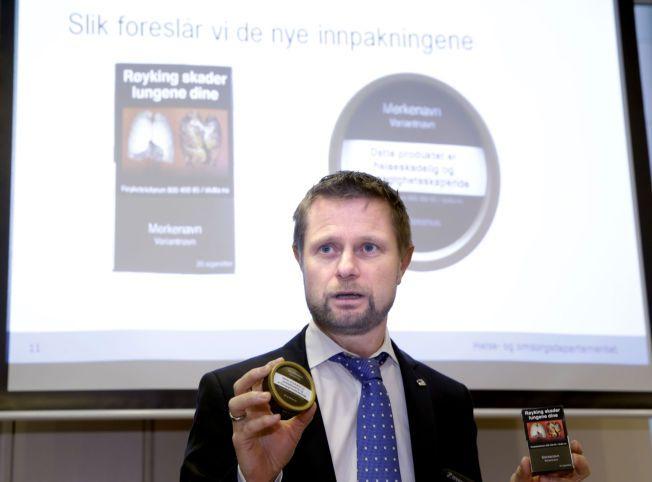 Oslo 20150209. Helse- og omsorgsminister Bent Høie viste de ny innpakningene til snus og tobakkspakker, på en pressekonferanse om forebyggende tiltak på tobakksområdet. Foto: Vidar Ruud / NTB scanpix