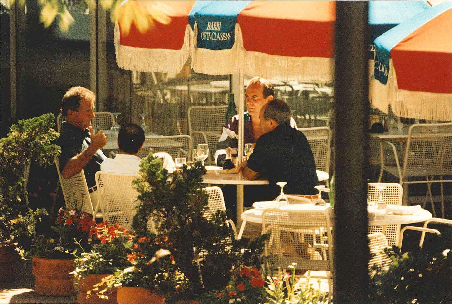 BLE OVERVÅKET: F.v. Tidligere mafiaboss Francis «Cadillac Frank» Salemme, hans parter Stephen «The Rifleman» Flemmi, sønnen Francis Salemme Jr. og Luigi Manocchio på et bilde tatt av FBI i 1993.