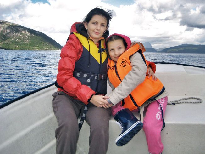 Monika Sviglinskaja (8) som ble funnet død 14. november 2011. Her sammen med moren Kristina Sviglinskaja (32)