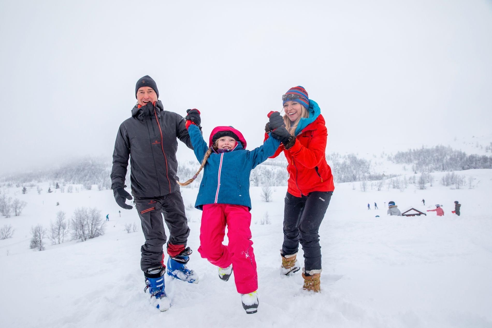 STOLTE FORELDRE: Trude og Cato har datteren Celine (8) sammen. Hun koste seg på fjellet sammen med mamma og pappa.