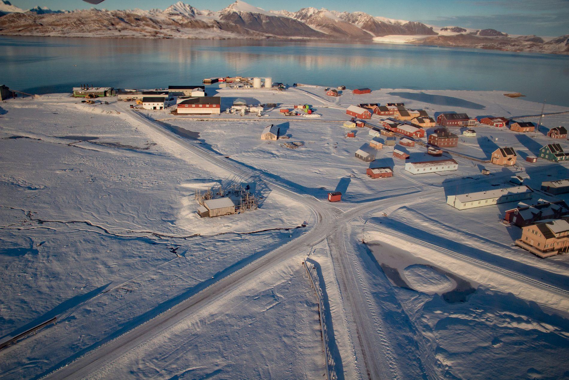 Befolkningen i Ny-Ålesund på Svalbard vil trolig oppleve mer nedbør og større fare for flom og løsmasseskred dersom klimautslippene forblir høye. Foto: Are Føli / NTB scanpix.