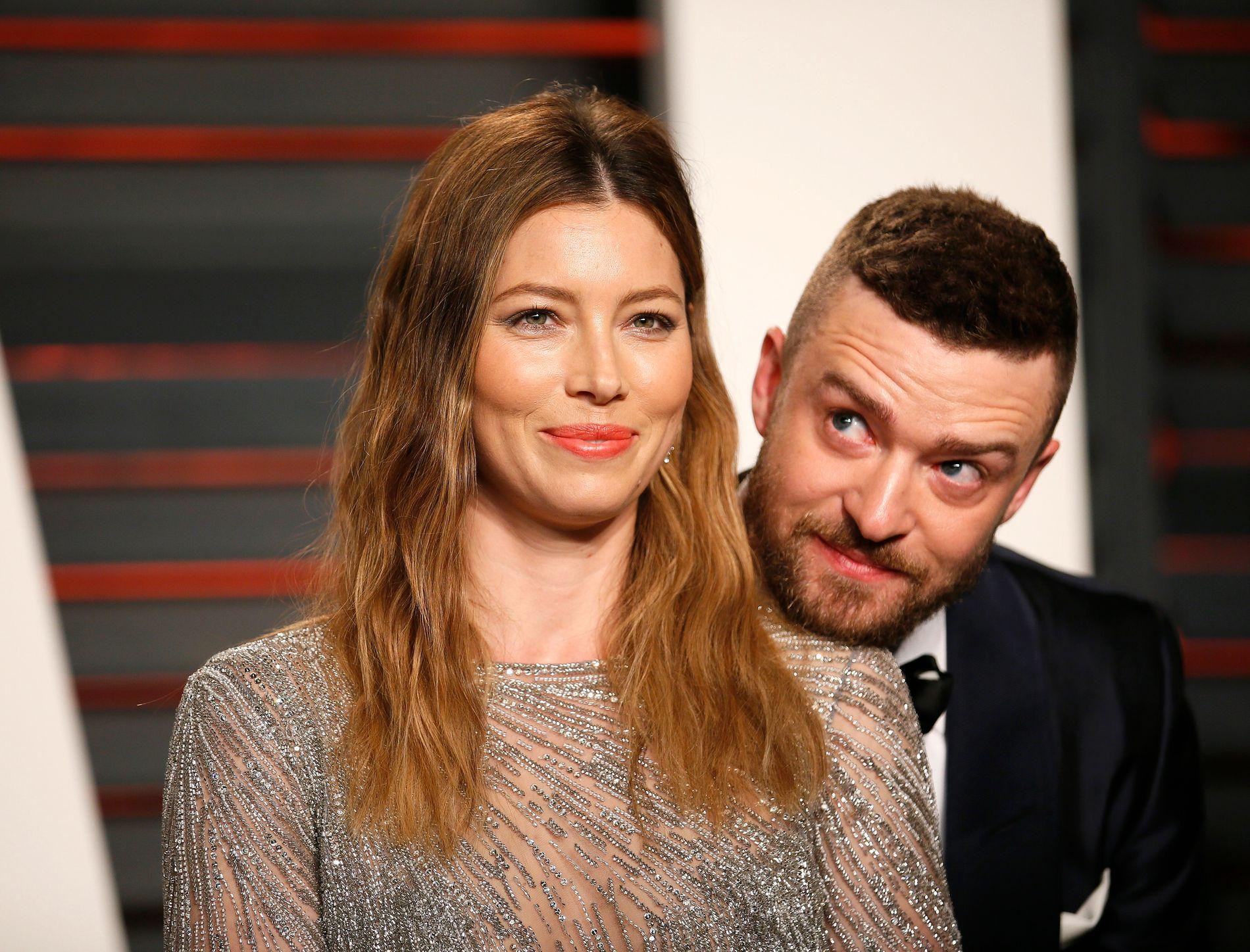 BLIKK FOR HVERANDRE: Justin Timberlake og kona Jessica Biel på Oscar-festen i februar.