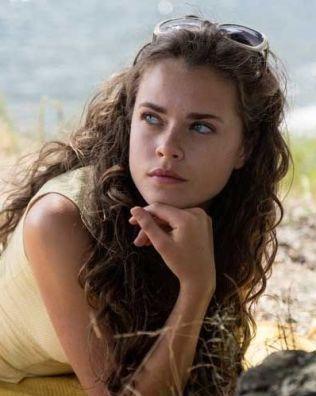 TRØBLETE: Susanne Bouche som Cecilie; en komplisert ung dame - men hun har sine grunner...
