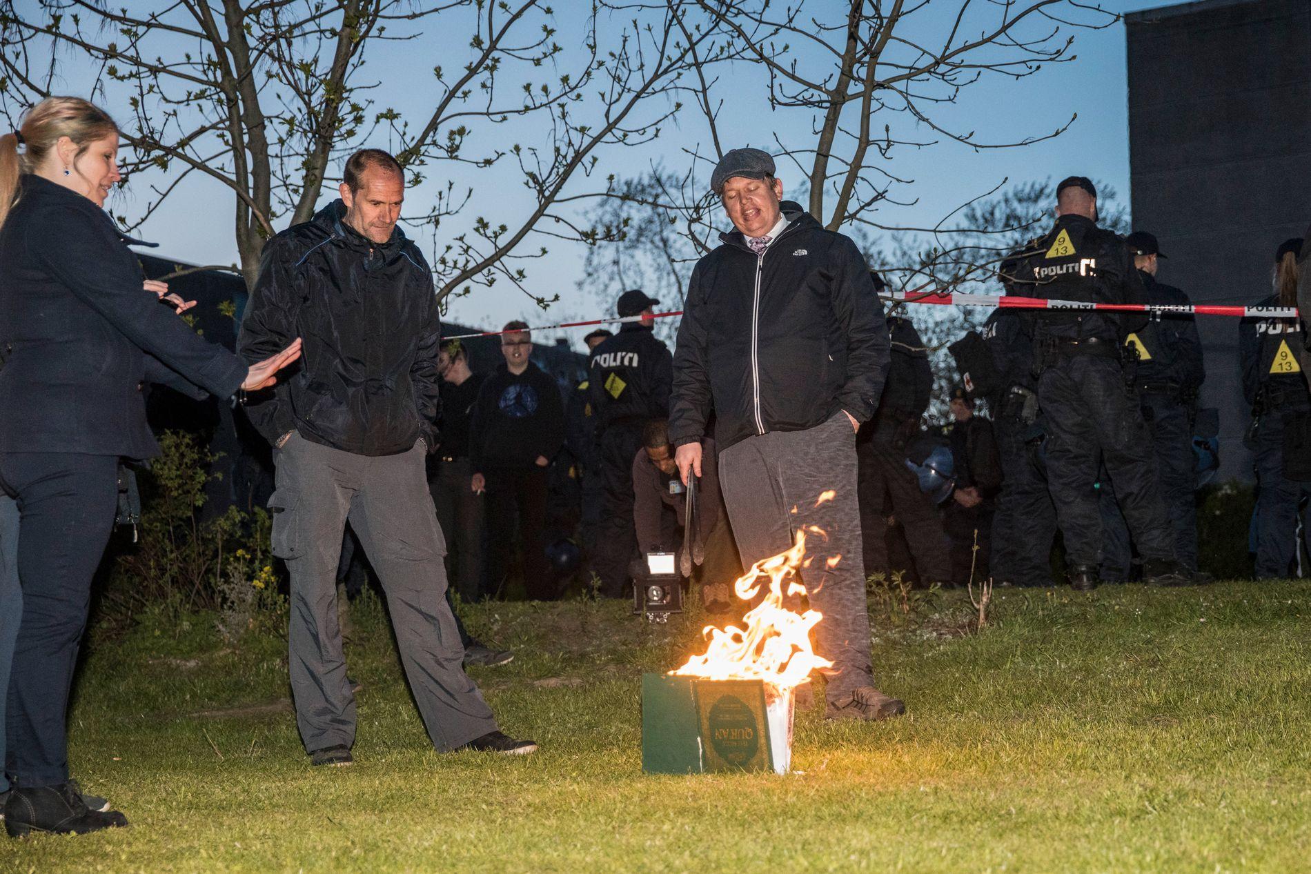KORANBRENNER: Paludan fra Stram Kurs under en demonstrasjon i Kokkedal, Danmark 29. april i år.