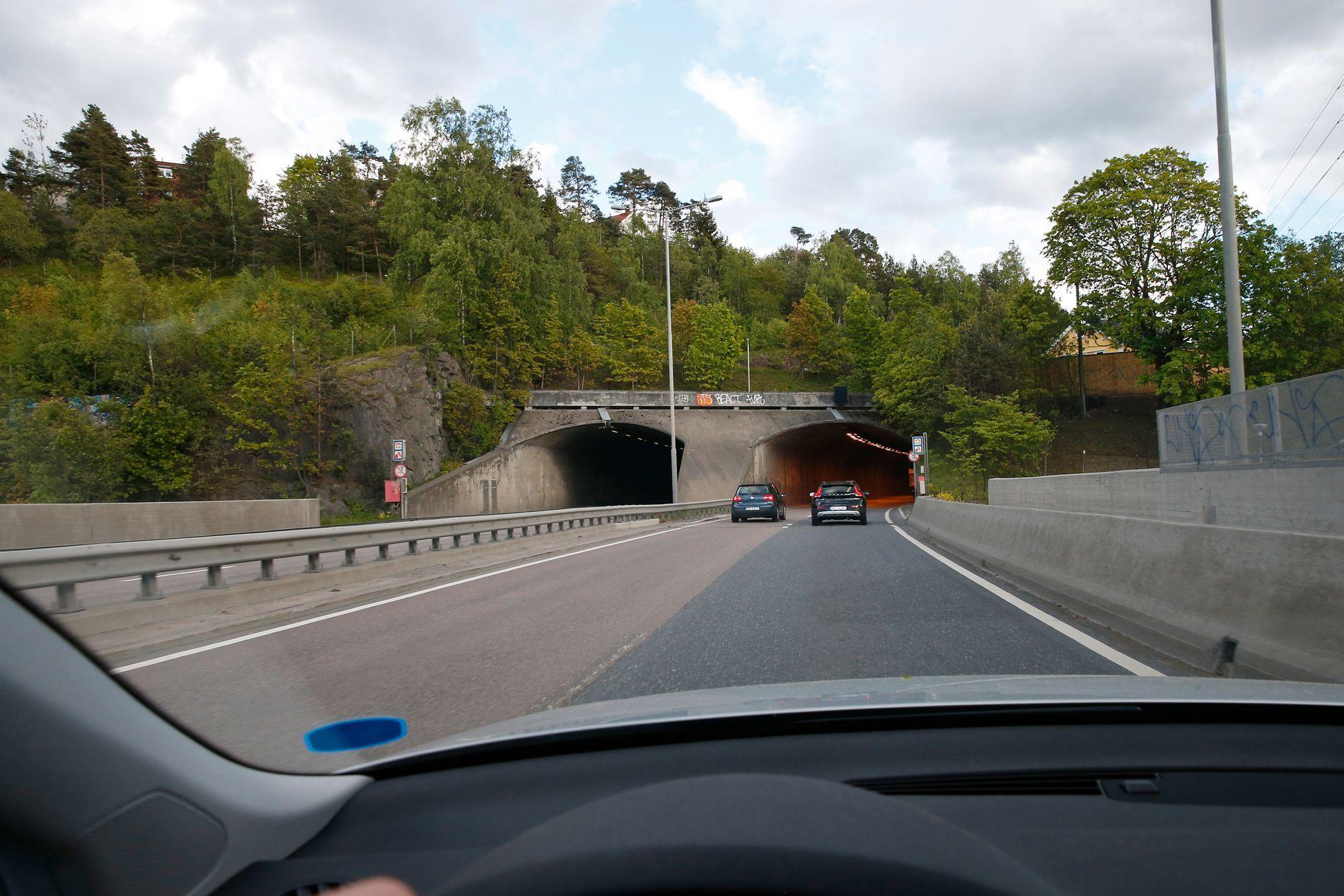 FULL KAPASITET: Om få dager blir det trafikk i begge løpene i Brynstunnelen øst i Oslo som E6 går gjennom.