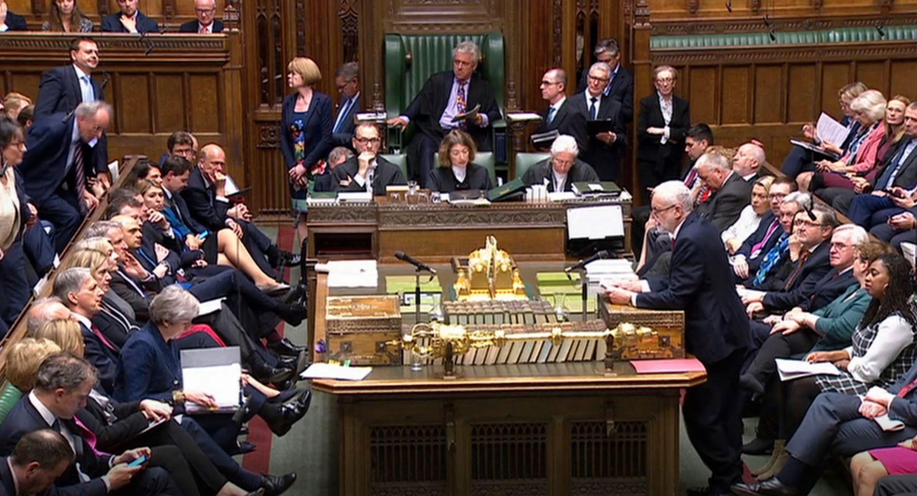 Labour-leder Jeremy Corbyn under statsminister Theresa Mays spørretime i Underhuset 1. mai.