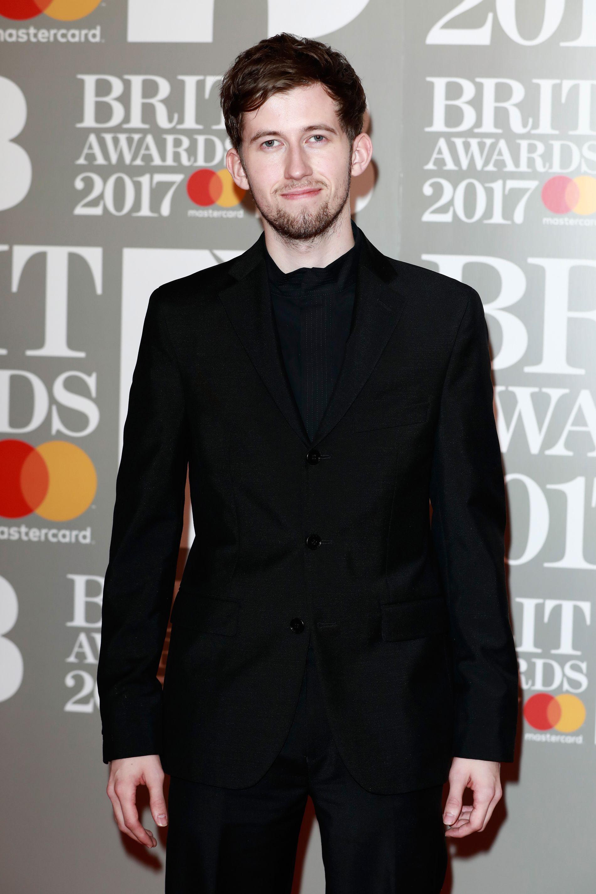BAK MASKEN: Alan Walker på Brit Awards tidligere i år. Foto: GETTY
