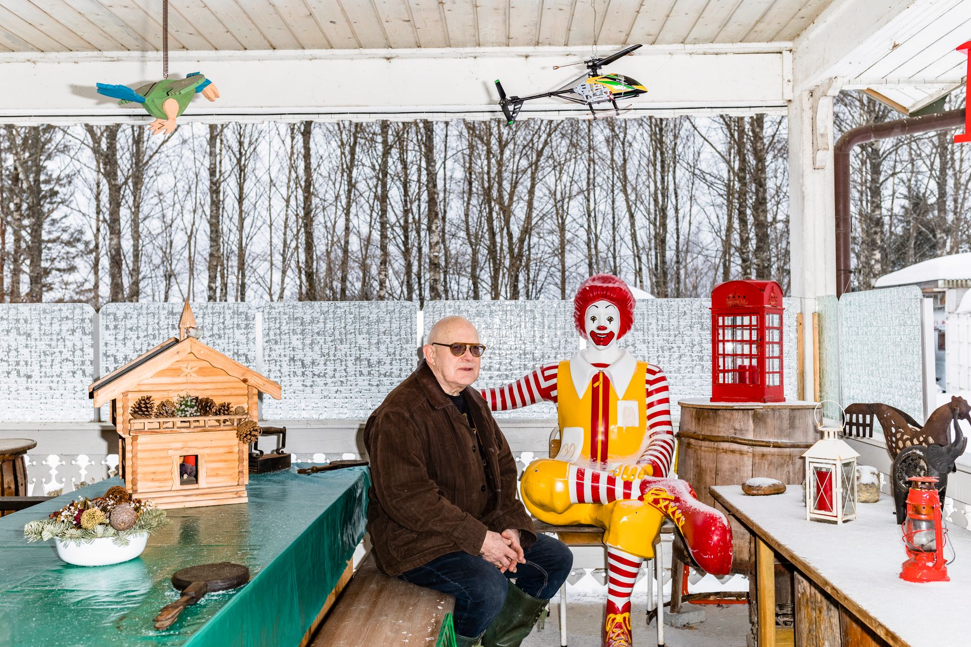 MANGE INTERESSER: I tillegg til å drive med knivmaking og tredreiing, er Trond Frøyland (77) medlem i Larvik-Sandefjord Veteranvognklubb og Vestfold Ukuleleklubb. Men lirekasser har lenge vært hans hovedinteresse.