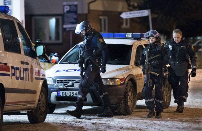 FÆRRE ENHETER: Et stort flertall på Stortinget er blitt enige om hvordan politi-Norge skal se ut i fremtiden. Bildet er tatt i forbindelse med en bombetrussel mot Stortinget i 2013.HELGE MIKALSEN/VG