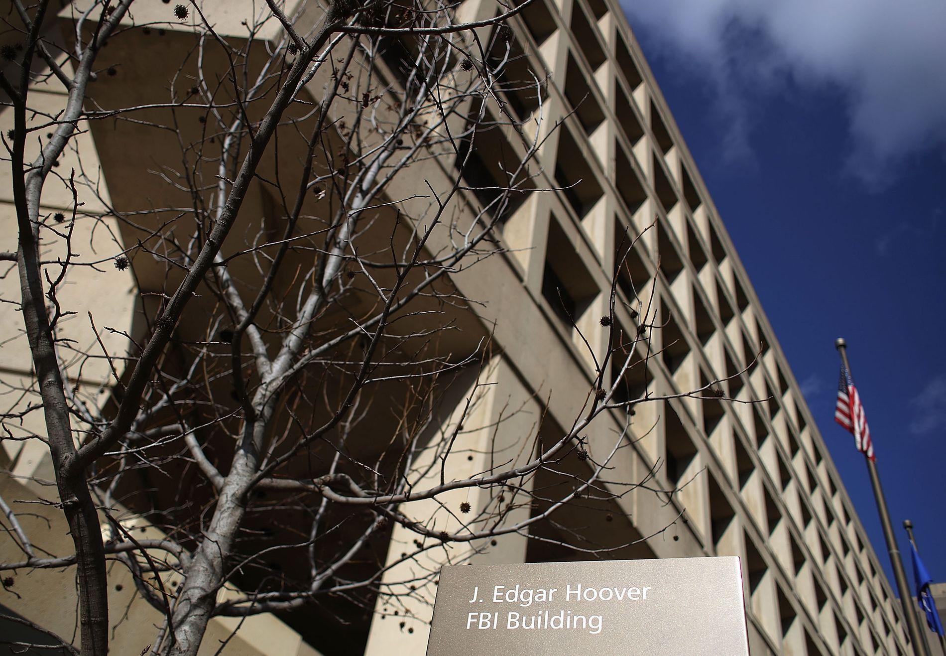 FBI: Federal Bureau of Investegation er en føderal etat for etterforskning av kriminalitet underlagt det amerikanske justisdepartementet. FBIs hovedkvarter ligger i Washington, D.C.