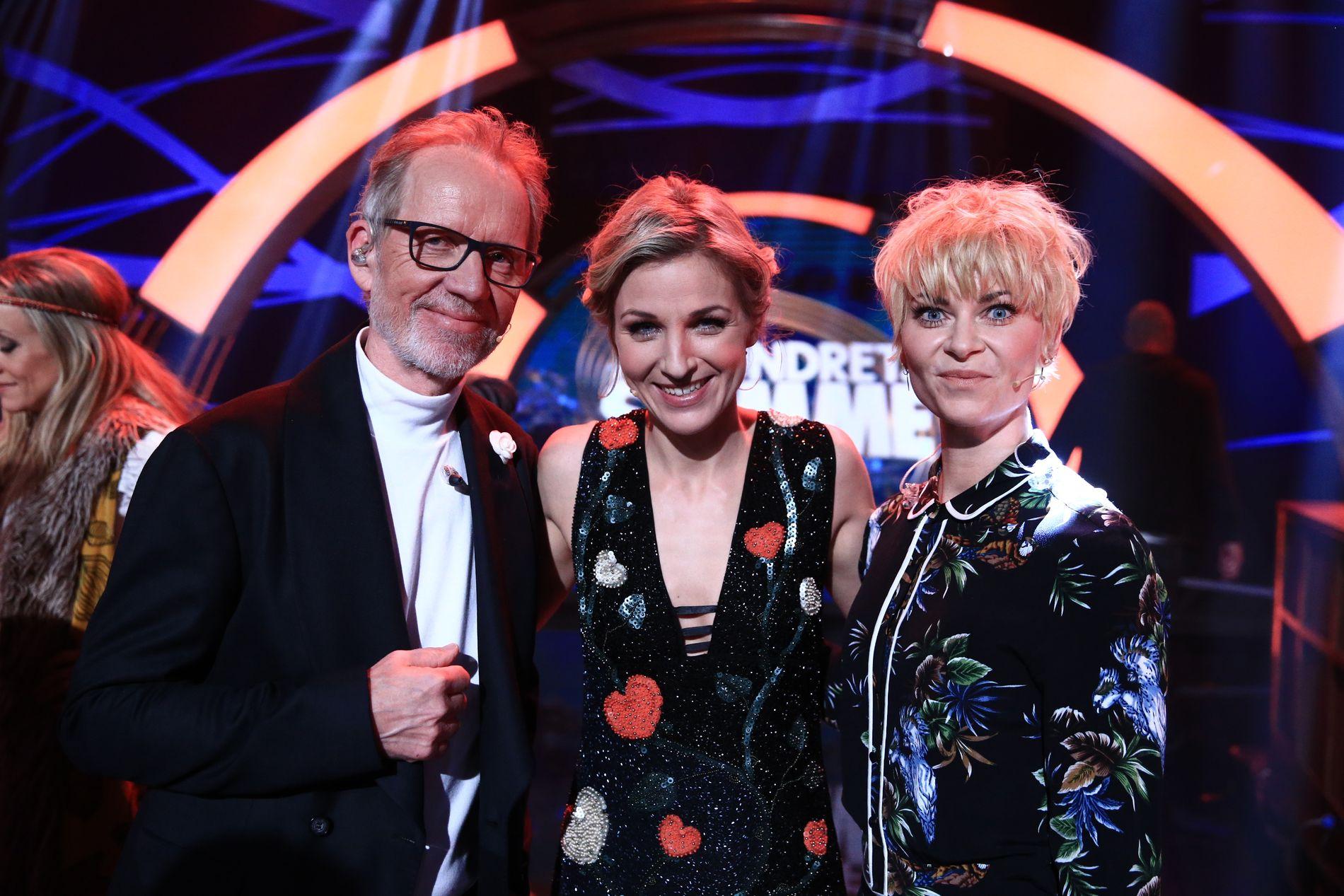 LIKHETSTREKK: I både «Århundrets Stemme» og «Stjernekamp» konkurrerer artister i sangprestasjoner. Her er programledere Ivar Dyrhaug, Guri Solberg og Bertine Zetlitz fra premieren.